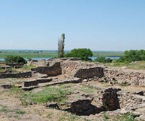 Группы студентов из ВУЗов РФ посменно сменяют друг друга на раскопках Фанагорийского городища